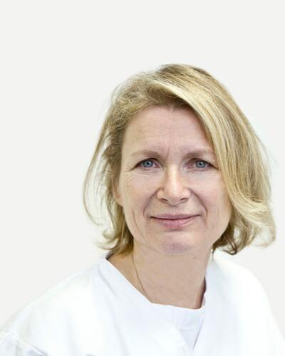 Dipl. Tierarzt Dr. Elfriede Schneeweiss